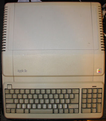 Apple IIe A2S2128 Platinum