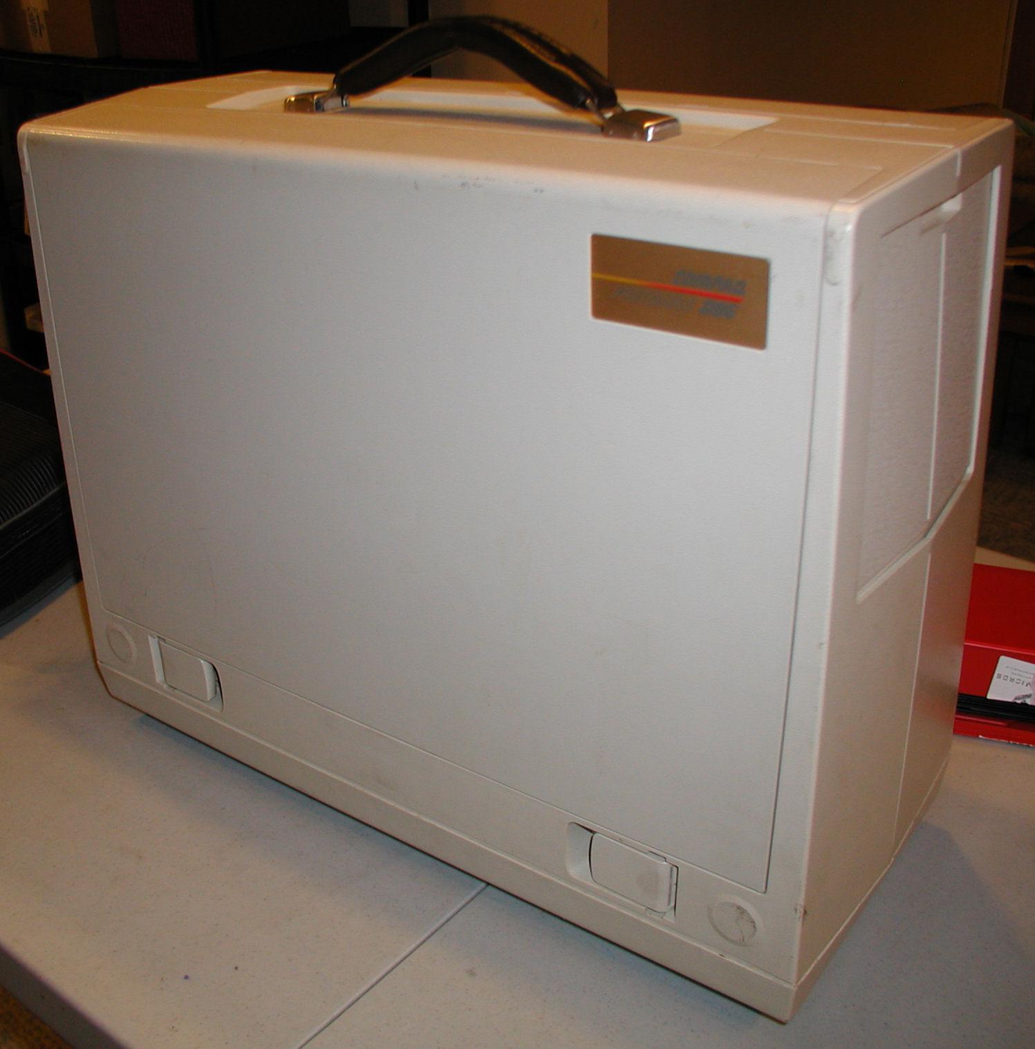 Compaq Portable-286 closed.jpg ...